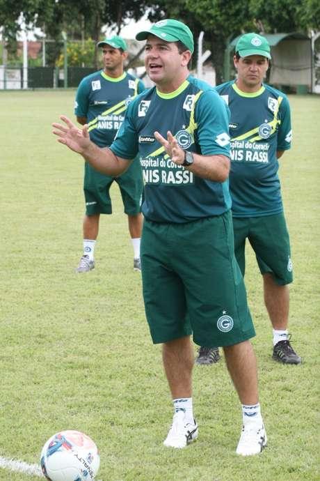 <p>Enderson projeta muitas dificuldades contra o Botafogo</p>