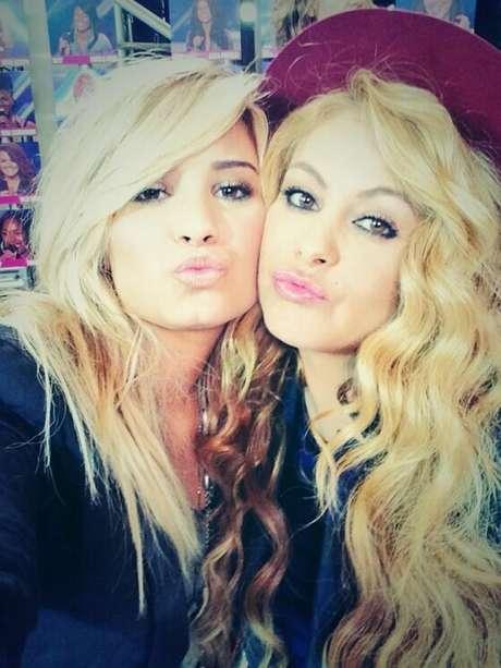 Paulina Rubio llama hermana pequeña a Demi Lovato.