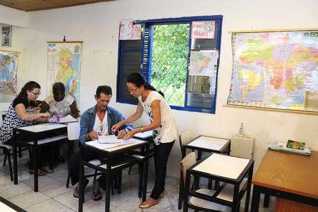 Com programa voltado para jovens e adultos, Vitória tenta reduzir as taxas de analfabetismo