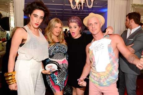 Rodeada de 'celebrities' y arropada por sus seres queridos, la cantante Fergie celebra una fiesta por la inminente llegada de su primer hijo con el actor Josh Duhamel.