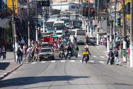 <p>Protesto se concentrou na avenida Dona Belmira Marin</p>