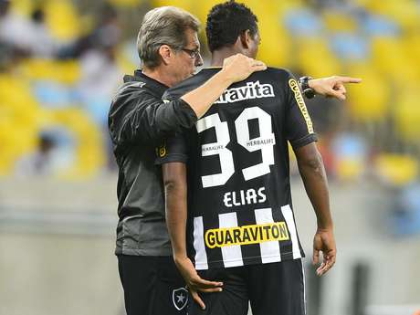 <p>Oswaldo de Oliveira está em alta no Botafogo</p>
