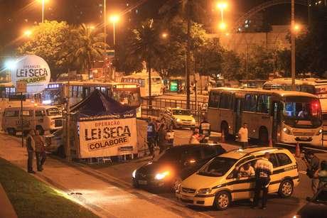 Blitz Lei Seca montada em frente ao Shopping Rio Sul, em Botafogo