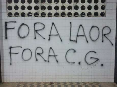 <p>Picha&ccedil;&atilde;o nas paredes da Vila Belmiro foram apagadas</p>