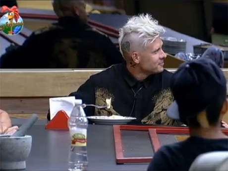 <p>Mateus ri quando Gominho fala sobre apagar a tatuagem em homenagem a Dani Bolina</p>
