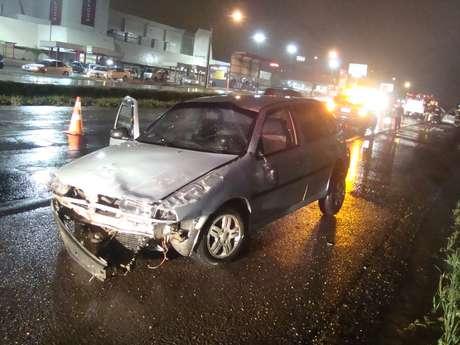 Motorista atravessou o canteiro central e invadiu pista contrária