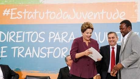 Com dois vetos, a presidente Dilma Rousseff sancionou nesta segunda-feira o Estatuto Nacional da Juventude