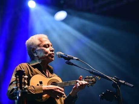 Neste domingo (3), aconteceu em Belo Horizonte, o Festival Natura Musical 2013, na praça da Estação. Um dos grandes shows do dia foi o de Paulinho da Viola, que cantou com a Velha Guarda da Portela