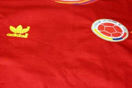 Esta camiseta es con la que jugó la Selección Colombia en el Mundial de Italia 90. Perteneció a Bernardo Redín. Es una de las más queridas por los colombianos.