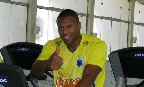 Júlio Baptista treina para defender Cruzeiro