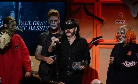 Músico de 67 anos recebe prêmio ao lado dos integrantes do Slipknot em evento realizado em maio