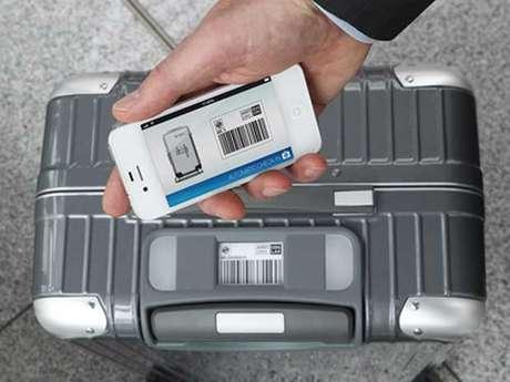 Com a ajuda de um aplicativo de smartphone, o viajante pode controlar a mala de longe