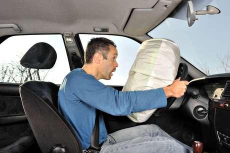 <p>O airbag passa a ser obrigatório em carros fabricados no Brasil a partir de 2014</p>