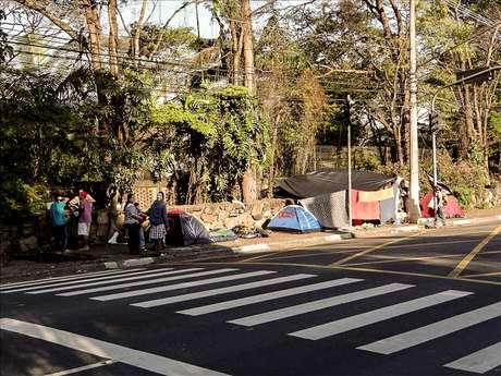 <p>Manifestantes passaram o último domingo em frente ao Palácio dos Bandeirantes</p>