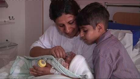 Bebê nasceu em carro segundos antes de um acidente que envolveu toda a família