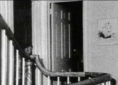 """O jovem de 13 anos postou em seu Facebook uma imagem do caso de Amityville com a legenda """"Quando você perceber, terá se cagado de medo"""""""