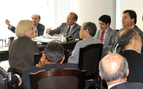 Líderes dos partidos no Senado se reúnem com o presidente da Casa, Renan Calheiros (PMDB-AL), para definir quais são os projetos de lei prioritários para votação no segundo semestre deste ano