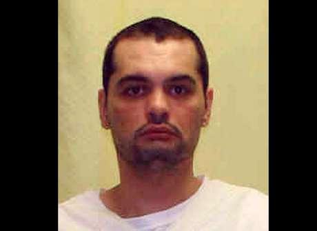Slagle estava sozinho na cela no momento de seu suicídio, que aconteceu poucas horas antes do início da vigilância constante do condenado