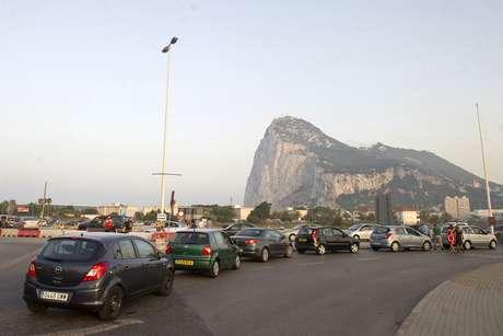 Congestionamento em Gibraltar, próximo à fronteira com La Línea de Concepción, no dia 5 de agosto