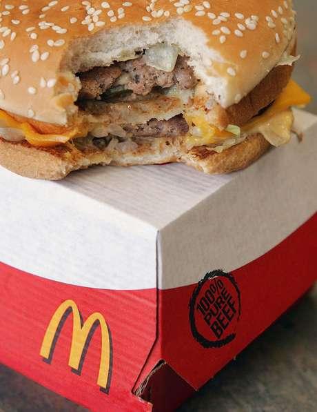 Substância era usada para derreter gordura de carne que era triturada para a produção dos hambúrgueres