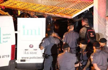 O local do crime foi cercado por policiais da Rota e de outros batalhões