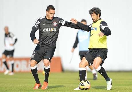 Renato Augusto treinou entre os titulares do Corinthians