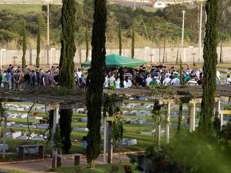 Casal de PMs, filho e avó foram enterrados em Rio Claro, no interior de São Paulo