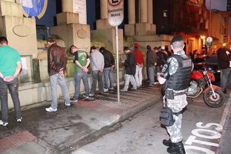 <p>Opera&ccedil;&atilde;o do Bope abordou cerca de 400 pessoas na manh&atilde; desta quarta-feira em Curitiba</p>
