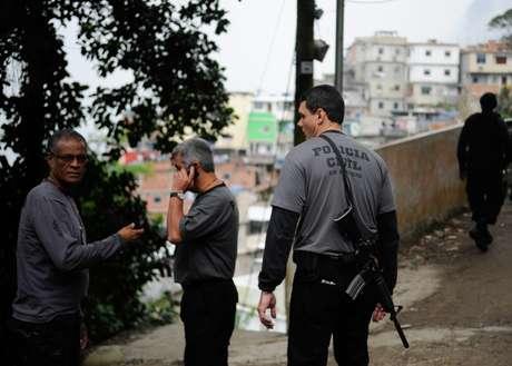 <p>Policiais da Divisão de Homicídios (DH) encerraram na quarta-feira, dia 7 de agosto, mais uma busca frustrada pelo paradeiro de Amarildo</p>