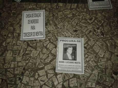 <p>Luciano Moita virou um dos principais alvos de torcedores santista e chegou a ter o seu escritório depredado por vândalos</p>