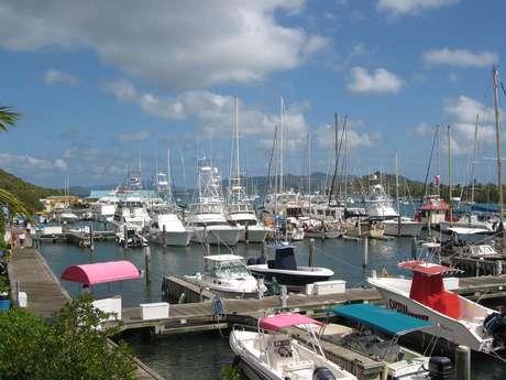 O vilarejo de Red Hook, a 11 km da capital, reúne as marinas e os restaurantes mais charmosos da ilha caribenha