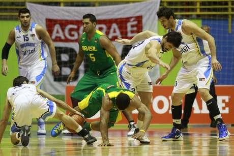 Seleção de Ruben Magnano venceu Uruguai sem dificuldades