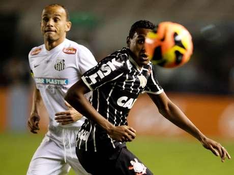 <p>Léo foi bancado pelo técnico Claudinei Oliveira e iniciou a partida como titular; clássico terminou empatado por 1 a 1 na Vila</p>