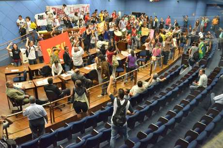 <p>Manifestantes haviam ocupado a Câmada Municipal de Campinas (SP)</p>