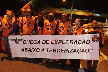 <p>Manifestantes bloquearam um trecho da avenida Washington Luís</p>