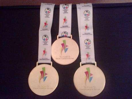 Nadadora Verônica Balsamo exibiu em seu Facebook foto de três das medalhas conquistadas no torneio