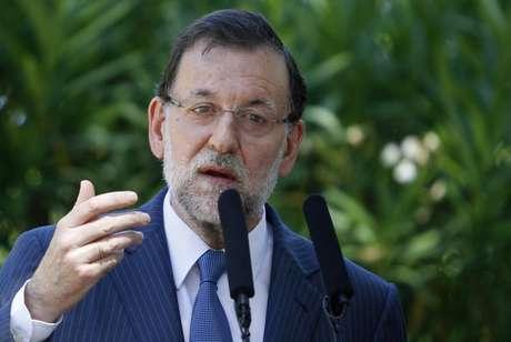 O primeiro-ministro da Espanha, Mariano Rajoy, fala durante pronunciamento a membros da imprensa após reunião com o Rei Juan Carlos no Palácio Marivent, em Palma de Mallorca, Espanha. 9/08/2013