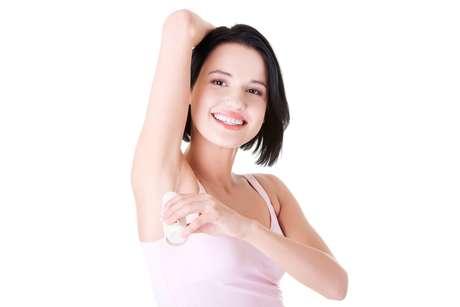 Escolha correta do antitranspirante é parte da rotina de cuidados para não agredir ainda mais a pele após a depilação das axilas