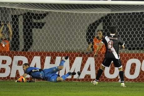 <p>Com direito a pênalti desperdiçado por Juninho e defendido por Roberto, o Vasco cedeu empate para a Ponte Preta no final do jogo e ficou no 1 a 1, em partida válida pela 12ª rodada do Campeonato Brasileiro</p>