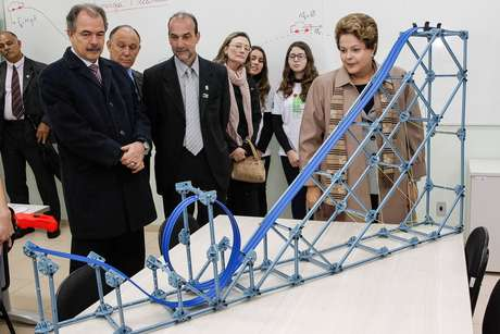 <p>Mercadante (esq.) conferiu as instalações do novo campus do IFRS em Osórioao lado de Dilma Rousseff</p>