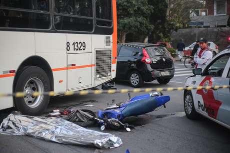 Uma pessoa morreu após o acidente na zona oeste da capital paulista
