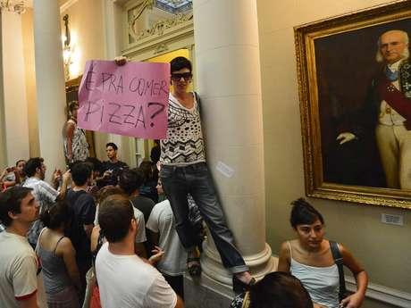 <p>Manifestantes invadiram a Câmara de Vereadores para acompanhar a instalação da CPI</p>