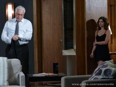 <p>César começa a desconfiar de Aline</p>