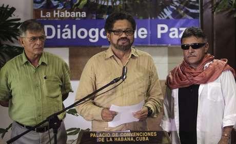 "Iván Márquez, chefe negociador das Farc, reconheceu ""avanços significativos"", mas criticou o presidente colombiano Juan Manuel Santos"