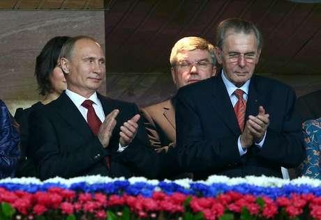 Vladimir Putin e Jacques Rogge acompanharam a abertura do Mundial de Atletismo de Moscou lado a lado
