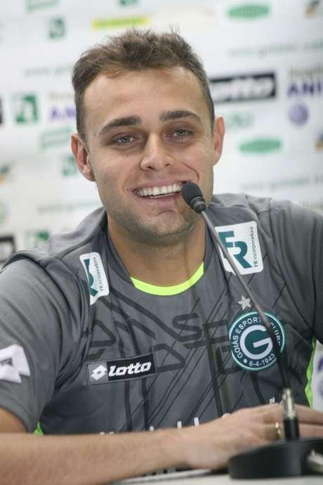 <p>Goleiro conseguiu se firmar no Goiás e fazer torcedor começar a esquecer Harlei</p>