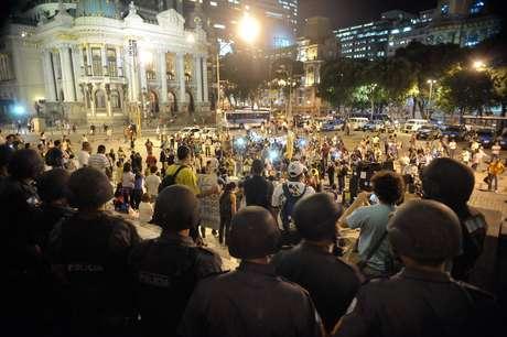 <p>Manifestantes em ocupação na Câmara dos Vereadores do Rio de Janeiro, em agosto de 2013</p>