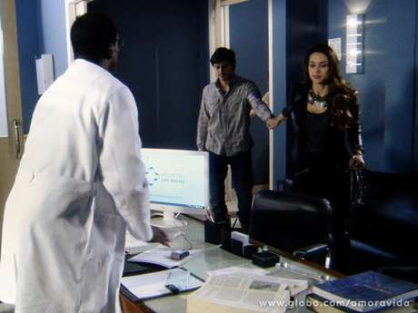 <p>Leila leva Thales ao psiquiatra</p>