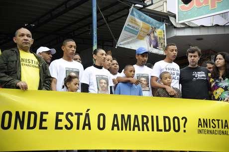 <p>Família do ajudante de pedreiro Amarildo de Souza participa de protesto organizado por ONGs na Rocinha</p>