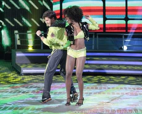<p>O ator recebeu nota 10 de todos os jurados após dançar 'Conquista', de Claudinho e Buchecha</p>
